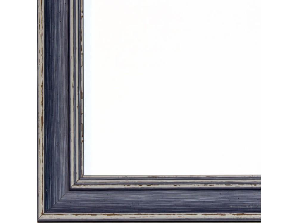 Рамка без стекла для картинБагетные рамки<br>Лист ДВП предназначен для защиты рамки от случайного удара, поэтому он выходит за пределы багета. Также углы рамки дополнительно упакованы в картонные уголки. Весь комплект упакован в термоусадочную пленку.<br><br>Артикул: BG020<br>Размер: 40x50 см<br>Цвет: Синий<br>Ширина: 41 мм<br>Материал багета: Пластик<br>Толщина: 22 мм<br>Глубина багета: 12 мм