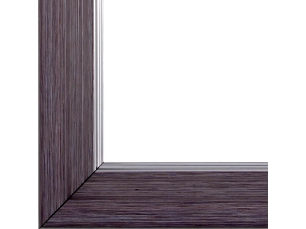 Рамка без стекла для картинБагетные рамки<br>Лист ДВП предназначен для защиты рамки от случайного удара, поэтому он выходит за пределы багета. Также углы рамки дополнительно упакованы в картонные уголки. Весь комплект упакован в термоусадочную пленку.<br><br>Артикул: BG023<br>Размер: 40x50 см<br>Цвет: Фиолетовый<br>Ширина: 47 мм<br>Материал багета: Пластик<br>Толщина: 42 мм<br>Глубина багета: 12 мм