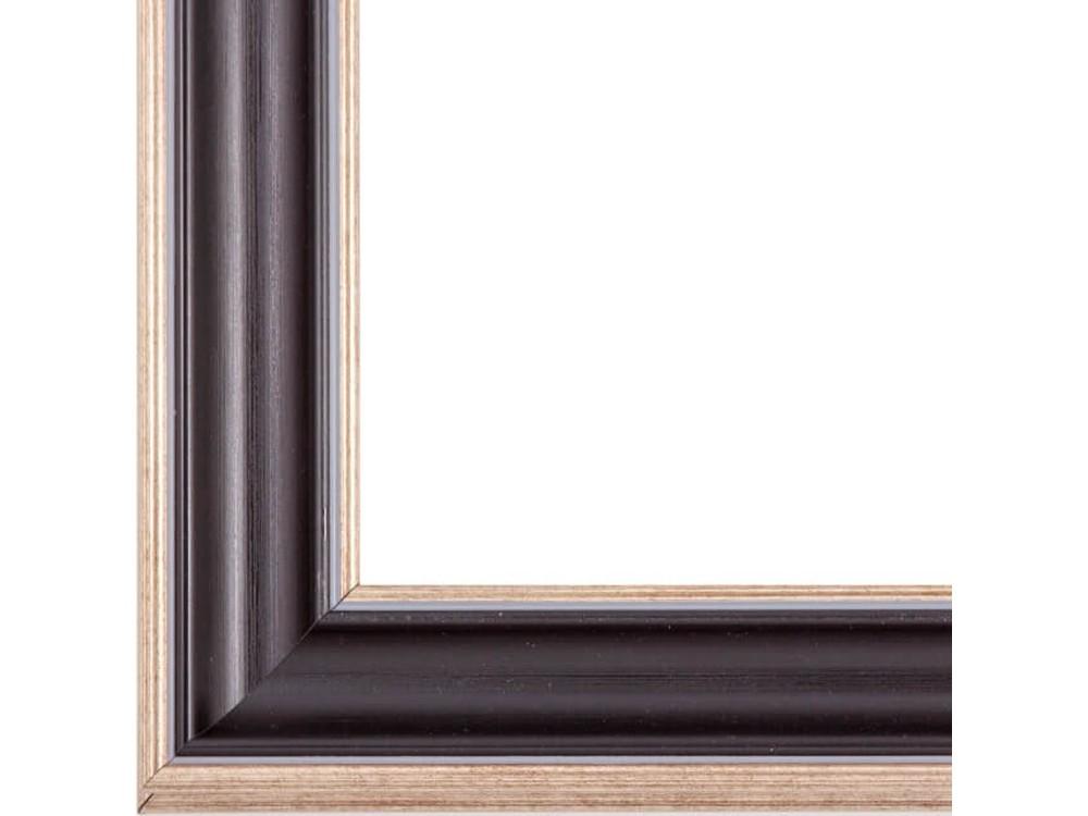 Рамка без стекла для картинБагетные рамки<br>Лист ДВП предназначен для защиты рамки от случайного удара, поэтому он выходит за пределы багета. Также углы рамки дополнительно упакованы в картонные уголки. Весь комплект упакован в термоусадочную пленку.<br><br>Артикул: BG024<br>Размер: 40x50 см<br>Цвет: Коричневый<br>Ширина: 48 мм<br>Материал багета: Пластик<br>Толщина: 28 мм<br>Глубина багета: 12 мм