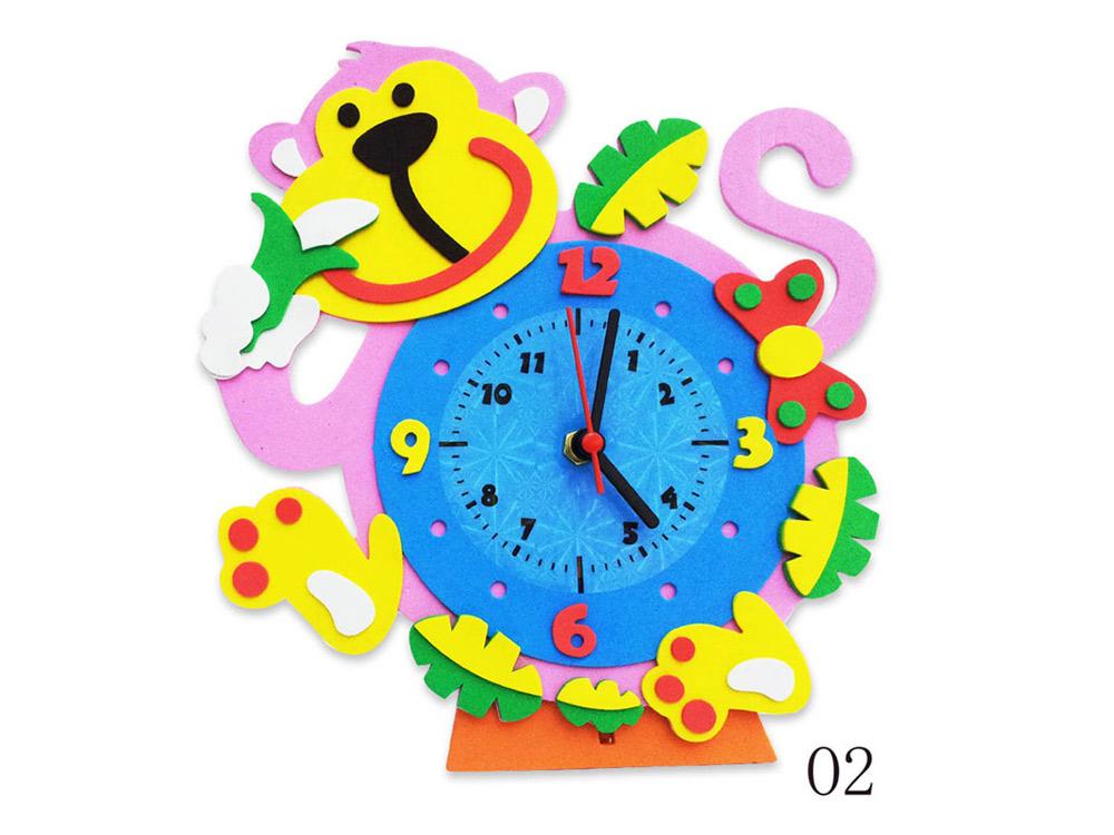 Набор для творчества «Обезьянка часы»Наборы из фоамирана<br>1. Отклейте защитную бумагу с маленьких деталей модели и наклейте их на самую большую деталь часов в соответствии с рисунком модели.<br> 2. Наклейте пластиковый циферблат в центр модели.<br> 3. Вставьте шток часового механизма в центральное отверстие с обратн...<br><br>Артикул: CL002<br>Основа: Фоамиран<br>Размер: 24x24 см<br>Возраст: от 3 лет