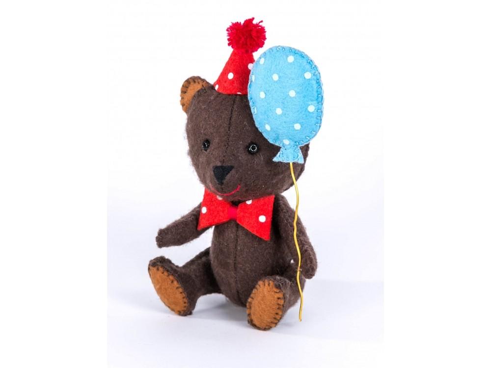 Набор для шитья «Нарру Мишка»Наборы для шитья игрушек<br><br><br>Артикул: ПФД-1051<br>Основа: Фетр<br>Сложность: легкие<br>Размер: Высота мишки сидя: 11,5 см<br>Серия: Детки<br>Техника: Шитье<br>Размер упаковки: 15x23 см<br>Возраст: от 10 лет