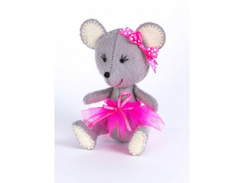 Набор для шитья «Мышка»Наборы для шитья игрушек<br><br><br>Артикул: ПФД-1052<br>Основа: Фетр<br>Сложность: легкие<br>Размер: Высота мышки сидя: 11,5 см<br>Серия: Детки<br>Техника: Шитье<br>Размер упаковки: 15x23 см<br>Возраст: от 10 лет