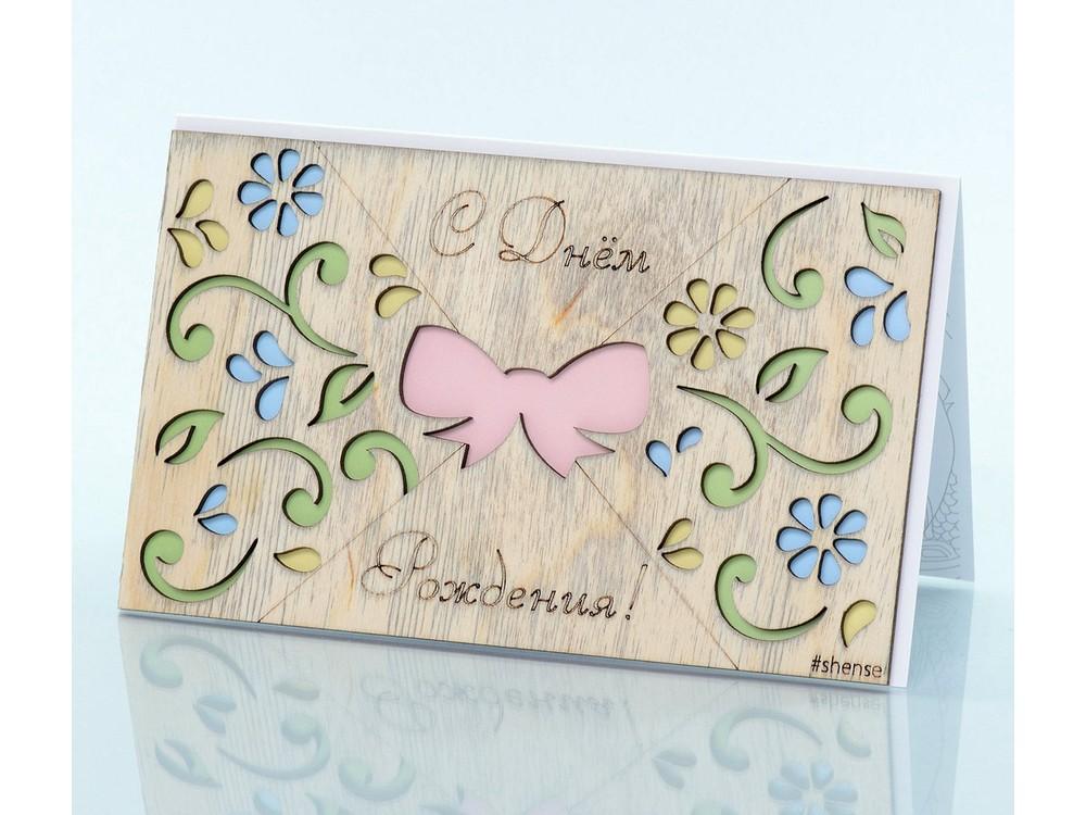Деревянная открытка «Цветочный сад»Деревянные открытки<br>Деревянные открытки и денежные конверты - прекрасная возможность сделать яркий подарок для тех, кто ценит оригинальность, однако не забывает о традициях. И креативность такого презента заключена не только в необычной деревянной первой странице, ведь в...<br><br>Артикул: 4.4.1<br>Размер см: 16x10,6<br>Материал: Дерево, бумага<br>Упаковка: прозрачная полиэтиленовая пленка-конверт