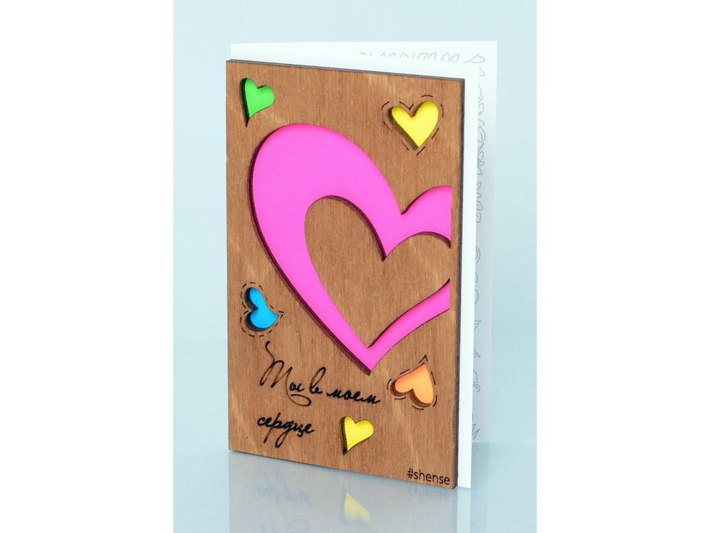 Деревянная открытка «Любовь»Деревянные открытки<br>Деревянные открытки и денежные конверты - прекрасная возможность сделать яркий подарок для тех, кто ценит оригинальность, однако не забывает о традициях. И креативность такого презента заключена не только в необычной деревянной первой странице, ведь в...<br><br>Артикул: 5.2.4<br>Размер см: 12,5x8<br>Материал: Дерево, бумага<br>Упаковка: прозрачная полиэтиленовая пленка-конверт