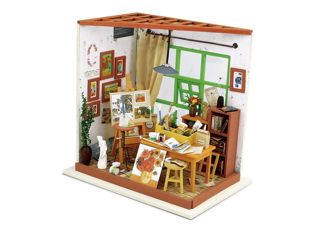Набор для создания миниатюры (румбокс) «Мастерская художника»Наборы для создания миниатюр<br>Румбокс — это набор-конструктор для создания кукольного интерьера в миниатюре. <br> С помощью ножниц и клея вы сможете собрать удивительно детализированный интерьер одной комнаты. Каждый элемент собирается из деревянных и бумажных составляющих. Изю...<br><br>Артикул: DG103<br>Размер: 19x13,5x19 см<br>Упаковка: подарочная коробка