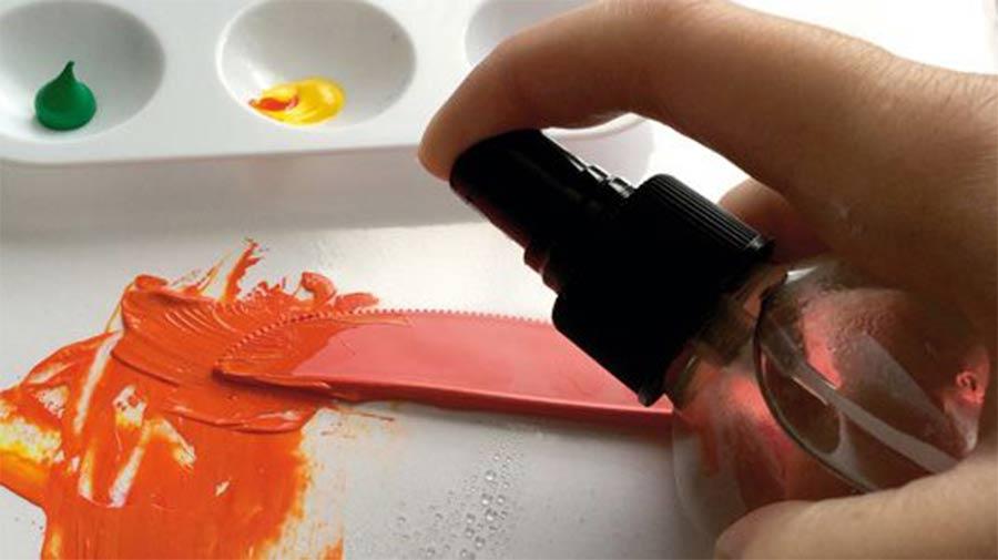 На фото изображено - Рисование акриловыми красками: полезные советы, рис. Опрыскивайте водой краски в процессе рисования