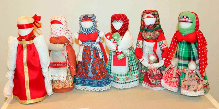 На фото изображено - Необычное увлечение: шитье кукол, рис. Куклы-обереги