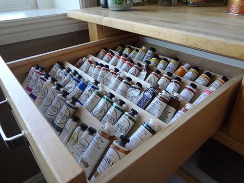 На фото изображено - Рисование масляными красками для начинающих, рис. Хранение красок