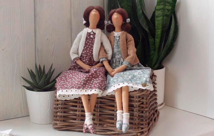 На фото изображено - Необычное увлечение: шитье кукол, рис. Кукла Тильда