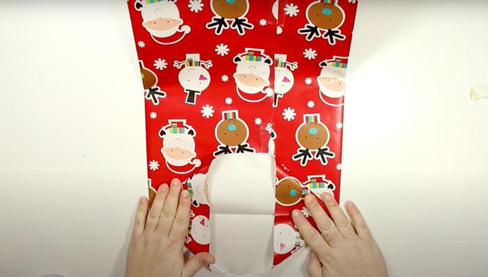 На фото изображено - Как упаковать подарок, рис. Новогодний пакет 2