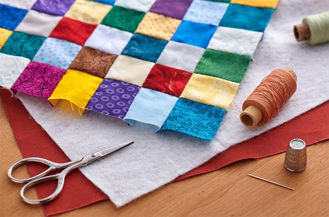 На фото изображено - Лоскутное шитье для начинающих, рис. Выбор ткани